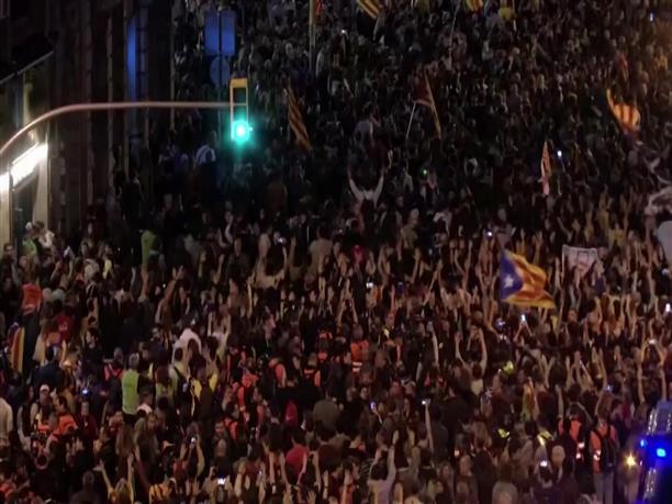Χιλιάδες διαδήλωσαν στην Καταλονία