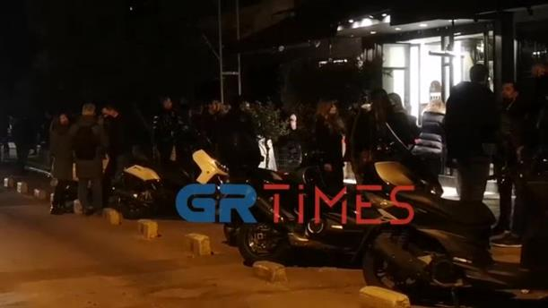 Συνωστισμός σε καφέ-μπαρ στην Θεσσαλονίκη