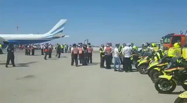 Δεκάδες ασθενοφόρα στο αεροδρόμιο Μπεν Γκουριόν για την αναγκαστική προσγείωση αεροσκάφους