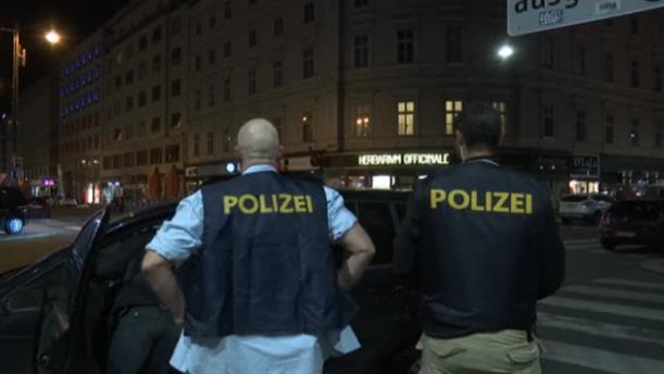 Νεκροί και τραυματίες μετά τους πυροβολισμούς στη Βιέννη
