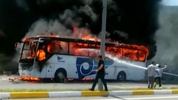 Τουρκία: Λεωφορείο τυλίχθηκε στις φλόγες