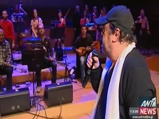 Ο Γιάννης Πάριος τραγουδά Τσιτσάνη