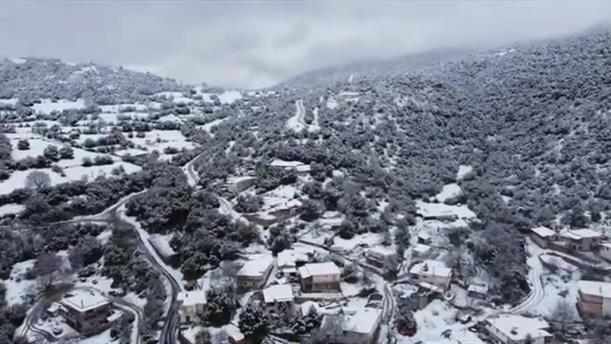 """Το χιονισμένο """"Κολοκοτρωνίτσι"""" από ψηλά"""