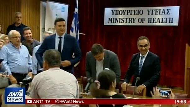 Τελετές παράδοσης-παραλαβής σε Υπουργεία: Χαμόγελα και στιγμές αμηχανίας