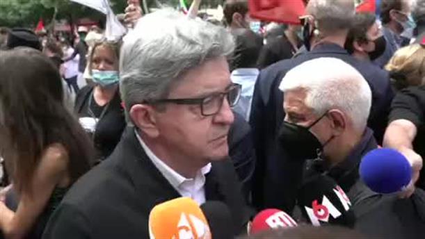 Γαλλία: Πέταξαν αλεύρι στον Ζαν-Λυκ Μελανσόν