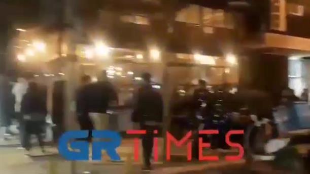 Θεσσαλονίκη: Συνωστισμός στα καφέ στην Μητροπόλεως