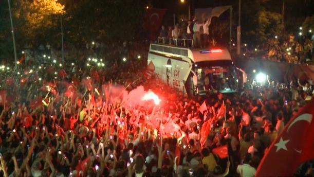 Ξέφρενοι πανηγυρισμοί στην Κωνσταντινούπολη