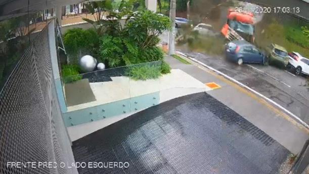 Βραζιλία: Φορτηγό έπεσε πάνω σε... δέκα αυτοκίνητα