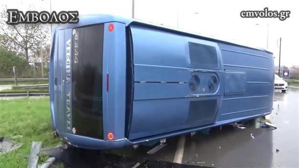 Ανατροπή τουριστικού λεωφορείου στη Βέροια.
