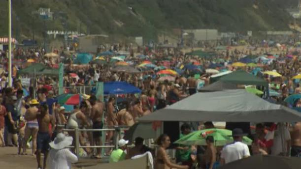 Αγγλία: Κοσμοσυρροή στις παραλίες