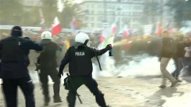 Διαδηλώσεις κατά των μέτρων στην Πολωνία