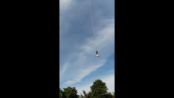 Η στιγμή που σπάει το σκοινί σε άλμα bungee