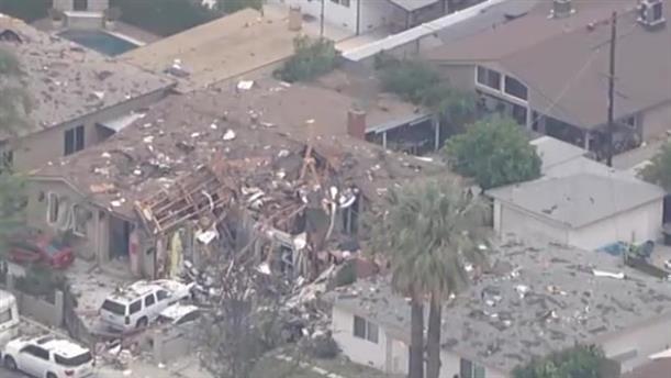 Σπίτι ισοπεδώθηκε μετά από έκρηξη στο Λος Άντζελες