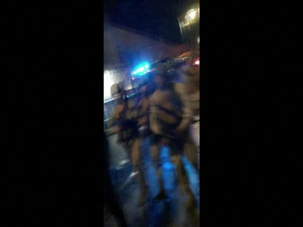 Άγριο ξύλο διαδηλωτών από αστυνομικούς