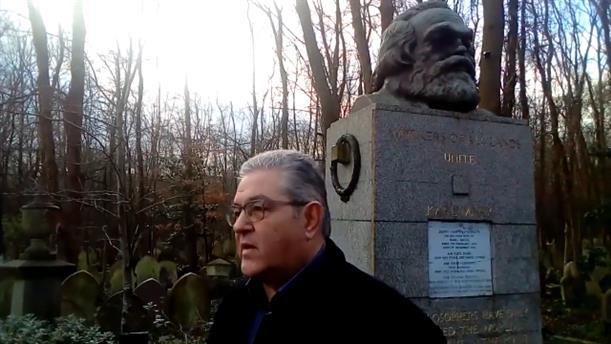 Ο Δημήτρης Κουτσούμπας στον τάφο του Καρλ Μάρξ