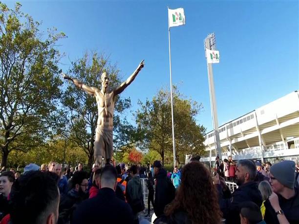 Σουηδία: το άγαλμα του Ζλάταν Ιμπραΐμοβιτς