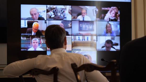 Τηλεδιάσκεψη Μητσοτάκη με τραπεζικά στελέχη για την ρευστότητα στις επιχειρήσεις