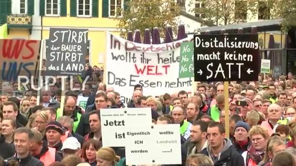 Χιλιάδες αγρότες με τα τρακτέρ τους στους δρόμους της Γερμανίας
