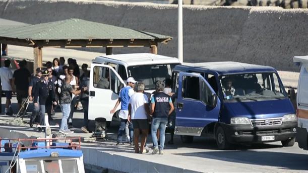 Ασυνόδευτοι ανήλικοι έγιναν δεκτοί από την Ιταλία