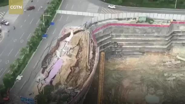 Κατάρρευση δρόμου στην Κίνα