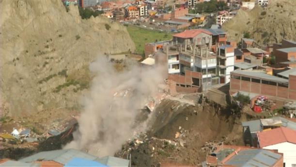 Σπίτια παρασύρονται από κατολίσθηση στη Βολιβία