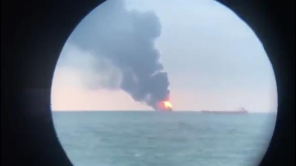 Εκρήξεις και φωτιές σε πλοία στην Κριμαία