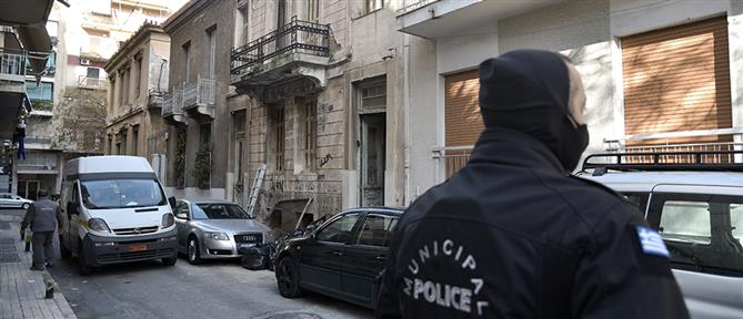Αστυνομική επιχείρηση για την εκκένωση κτηρίου