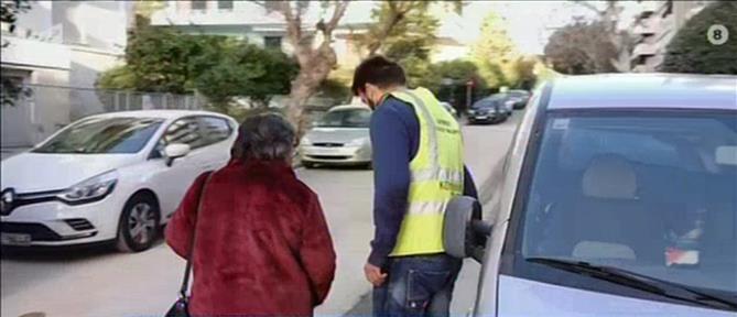 Ο Δήμος Παλαιού Φαλήρου μεταφέρει για εμβολιασμό ηλικιωμένους (βίντεο)