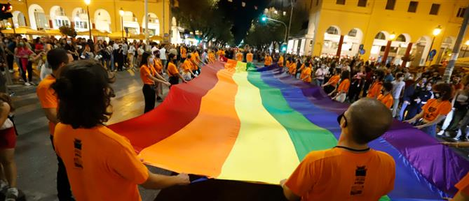 Thessaloniki Pride: πλήθος κόσμου στην πορεία Υπερηφάνειας (εικόνες)