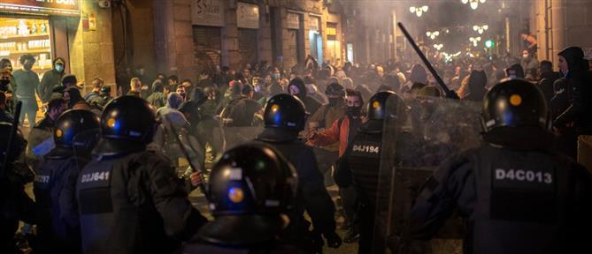 Κορονοϊός - Ισπανία: Συγκρούσεις στην Βαρκελώνη (εικόνες)
