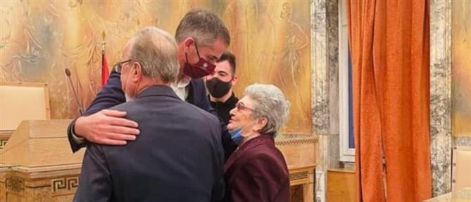 Ο γάμος ηλικιωμένων και ο Κώστας Μπακογιάννης (εικόνες)