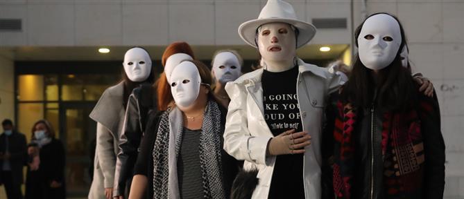 Επίθεση με βιτριόλι: Η Ιωάννα, η ελπίδα και οι φίλες με τις μάσκες (εικόνες)