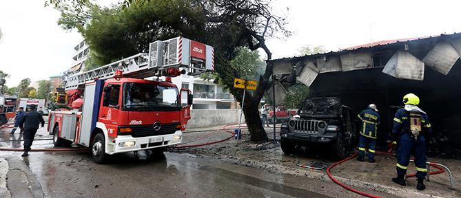 Φωτιά σε μάντρα αυτοκινήτων στο Μαρούσι (εικόνες)