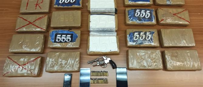"""28 κιλά κοκαΐνη με σφραγίδα """"555"""" στην Αθήνα (βίντεο)"""