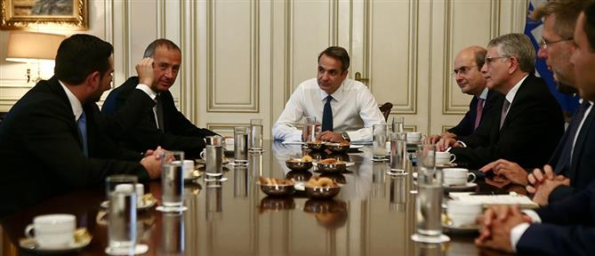 Με επενδυτές για ενέργεια και τηλεπικοινωνίες συναντήθηκε ο Μητσοτάκης