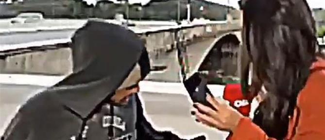 Απείλησε με μαχαίρι δημοσιογράφο σε ζωντανή τηλεοπτική σύνδεση (βίντεο)