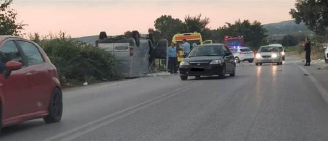 Φονική μετωπική σύγκρουση τρακτέρ – φορτηγού (εικόνες)