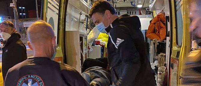 Ο Βασίλης Κικίλιας προσφέρει βοήθεια σε τραυματίες τροχαίου (εικόνες)