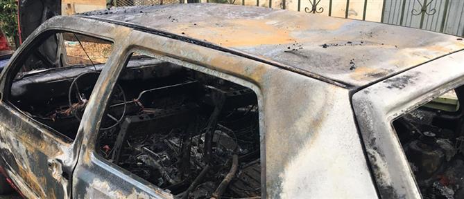 Εμπρησμός αυτοκινήτου στην Αθήνα (εικόνες)