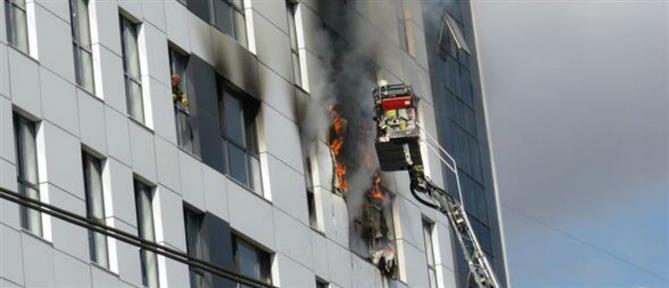 Φωτιά σε πολυώροφο κτήριο στην Κωνσταντινούπολη (βίντεο)