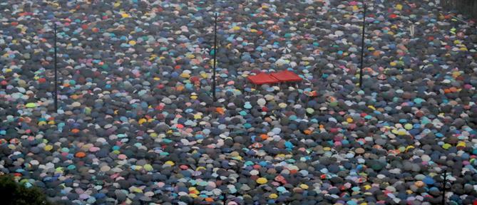 Απίστευτες εικόνες από τη λαοθάλασσα διαδηλωτών στο Χονγκ Κονγκ