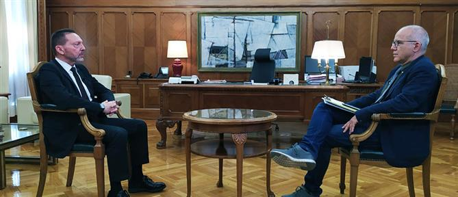 """Special Report"": ο Γιάννης Στουρνάρας και τα παιδιά στον καιρό της πανδημίας (εικόνες)"