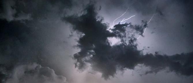 Καιρός: συννεφιές με τοπικές βροχές την Δευτέρα
