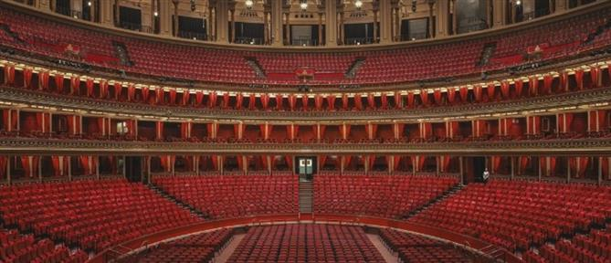 Άδεια θέατρα του Λονδίνου μέσα από τον φακό της Joanna Vestey (εικόνες)