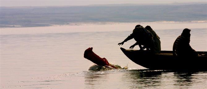 Ινδία: πετούν στον Γάγγη πτώματα ασθενών που πέθαναν από κορονοϊό