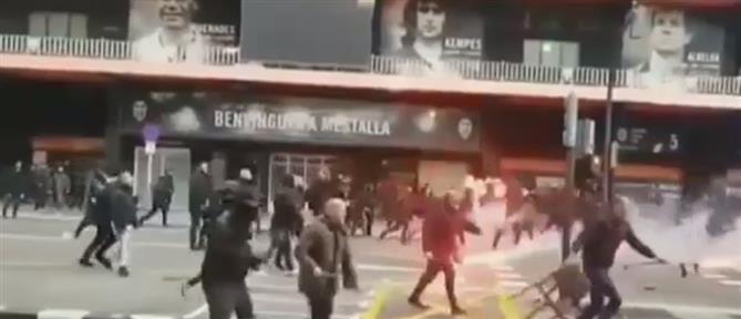 Άγρια επεισόδια πριν τον αγώνα Βαλένθια – Μπαρτσελόνα (βίντεο)