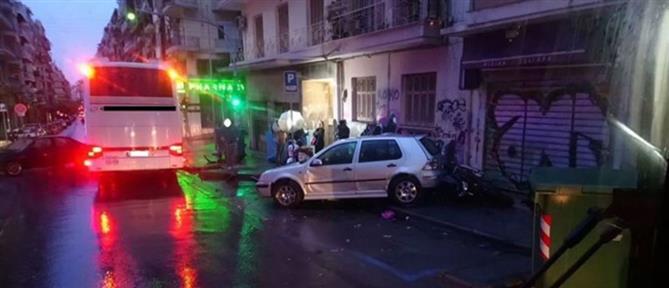 """Οδηγός πήρε """"σβάρνα"""" παρκαρισμένα αυτοκίνητα (βίντεο)"""