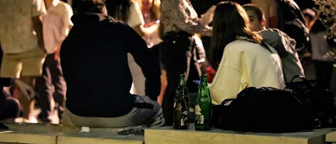 Ανησυχία για τον συνωστισμό στις πλατείες μετά τα μεσάνυχτα (εικόνες)