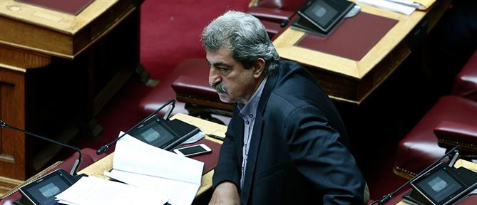Πολάκης: οι μισοί βουλευτές είναι πιο φανατικοί καπνιστές από εμένα