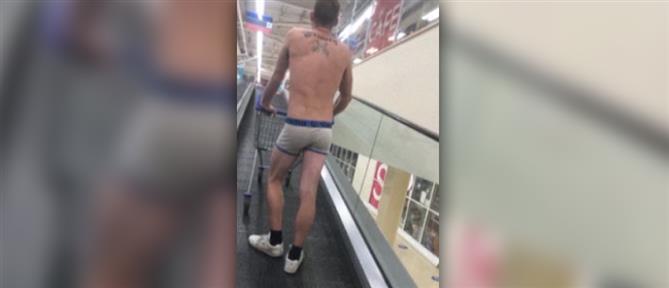 Πήγε στο σούπερ μάρκετ μόνο με μποξεράκι και… μάσκα (βίντεο)